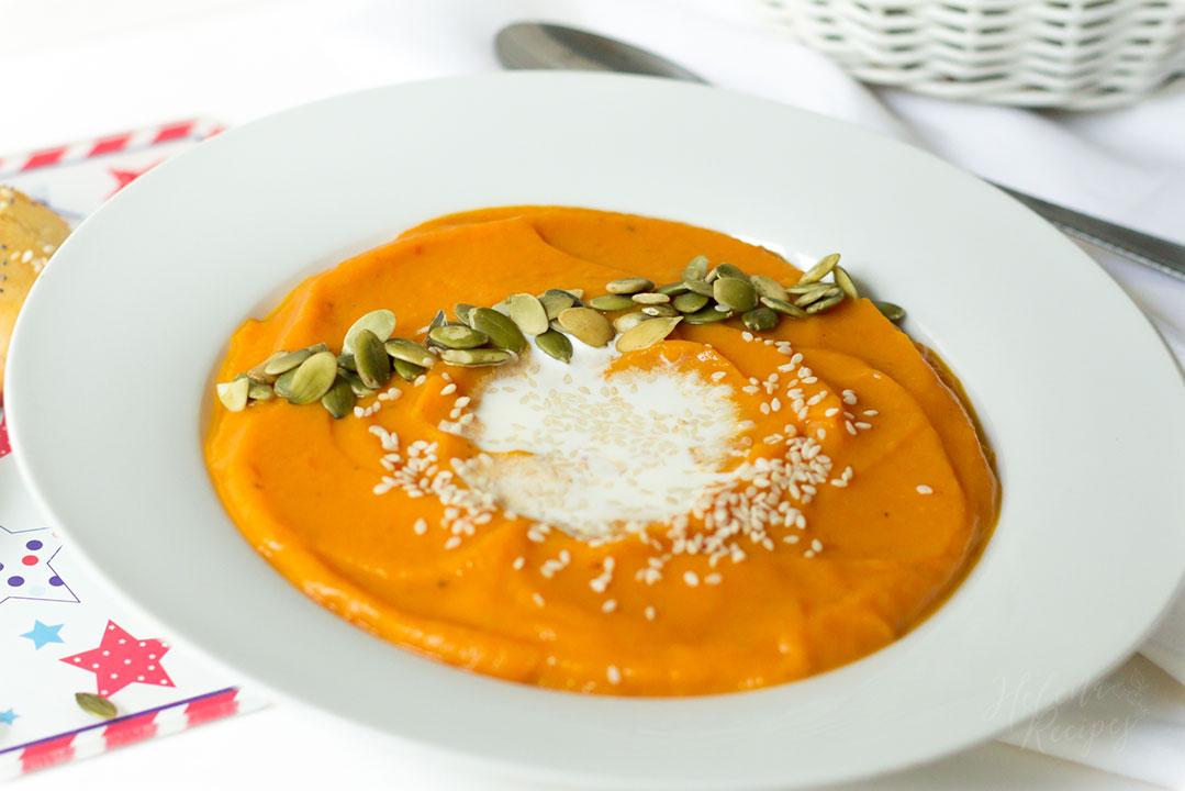 Spiced-Pumpkin-Carrot-Apple-Soup-2017-August-September-by-Helena-Lil